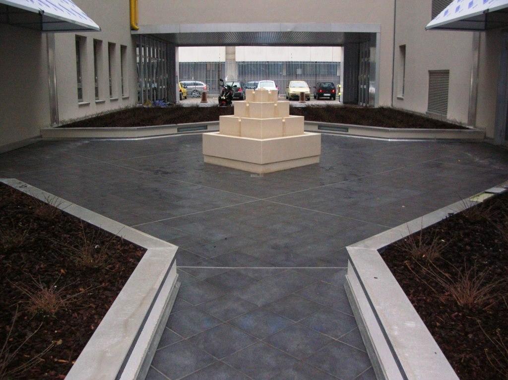 Fontana in pietra bianca