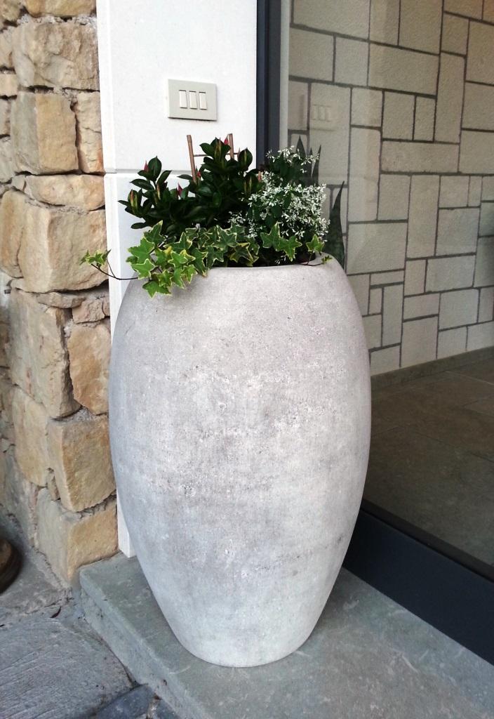Vaso moderno in pietra di Vicenza