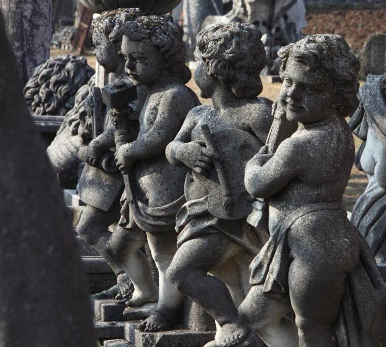 Putti scolpiti a mano in pietra di Vicenza