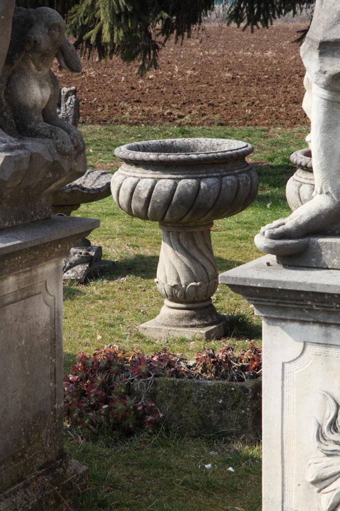 Vasi classici in pietra di Vicenza