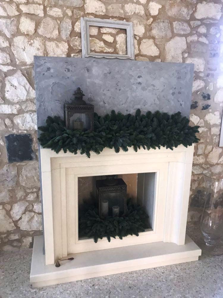 Cornice camino aperto con interni in pietra refrattaria