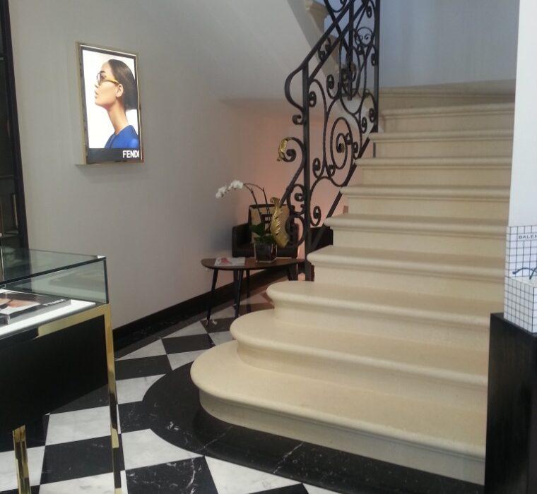 Pavimento in marmo Calacatta oro e nero Marquinia levigato e lucidato in opera
