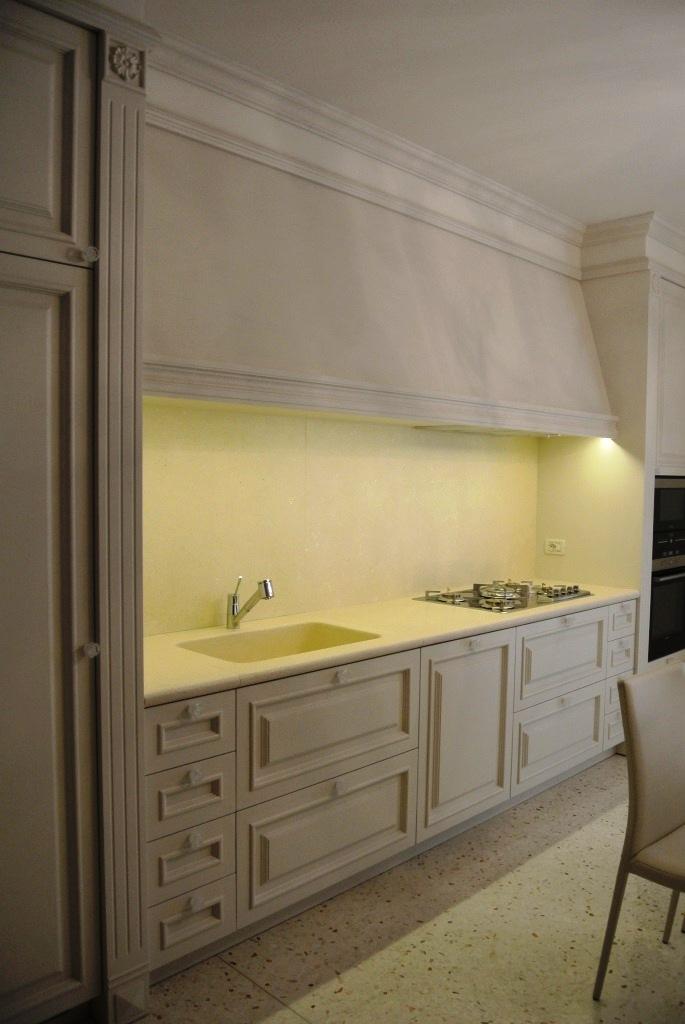 Piano con lavello a massello in pietra Palladio bianca